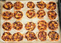 Mini-Pizza mit Chilisoße pur